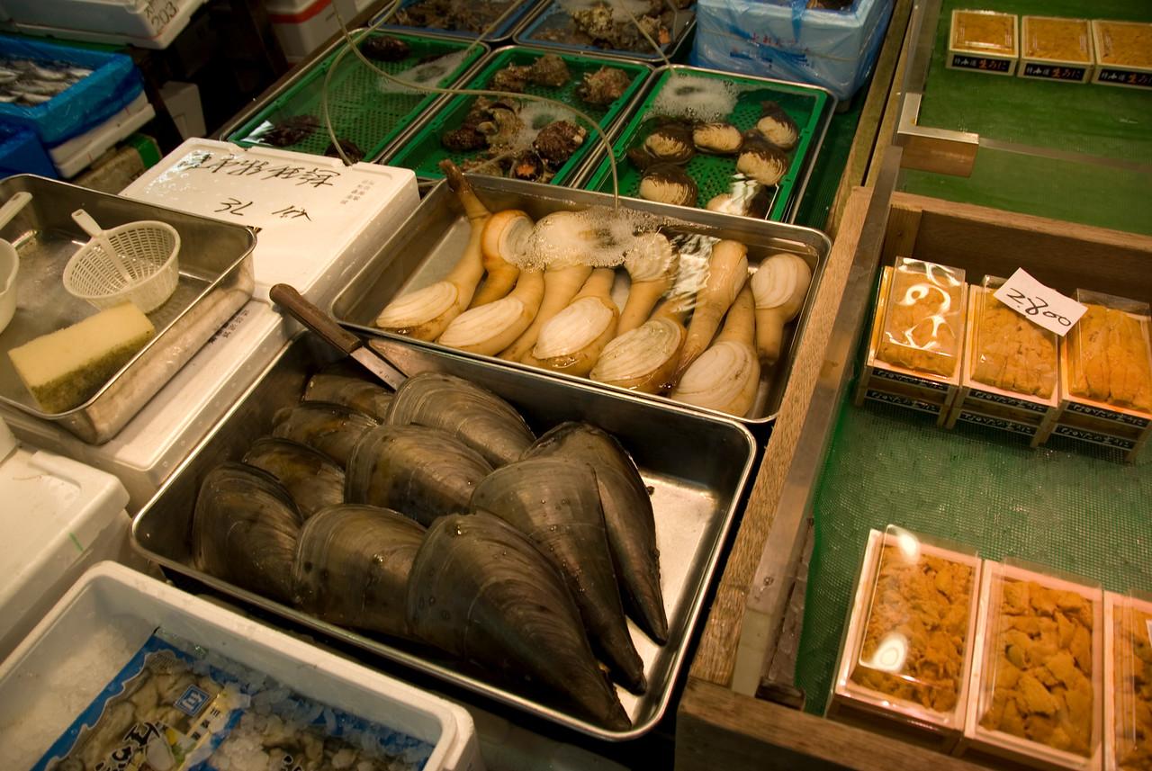 Huge mussels sold at Tsukiji Fish Market, Tokyo, Japan