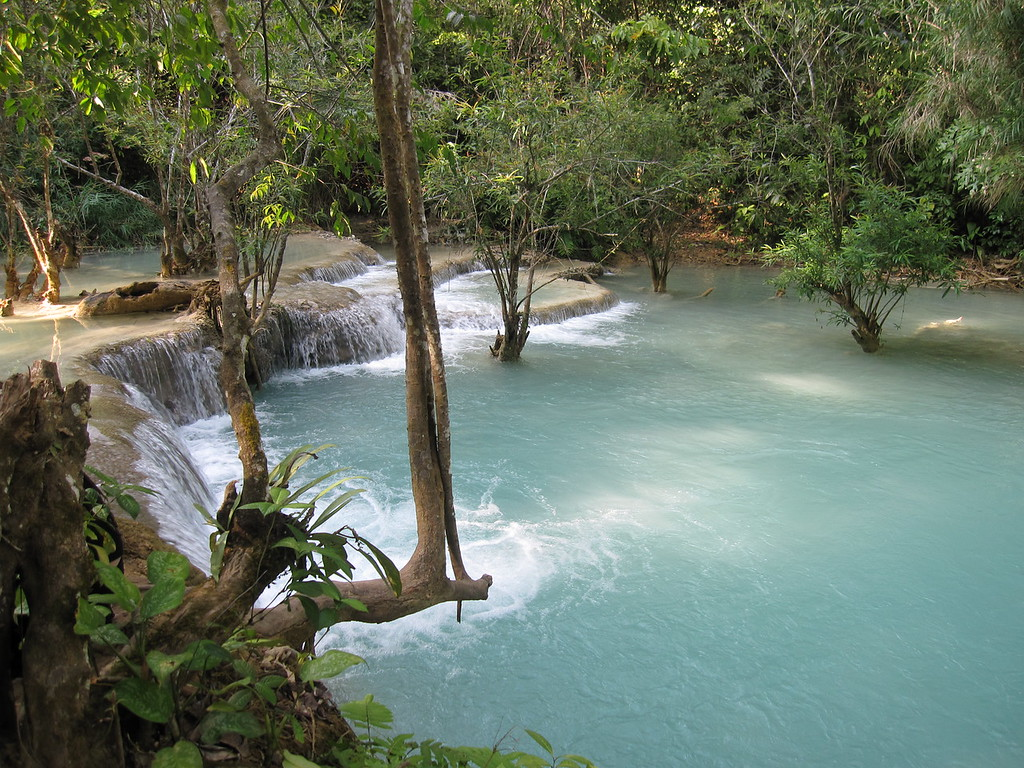 review of kuang si waterfalls