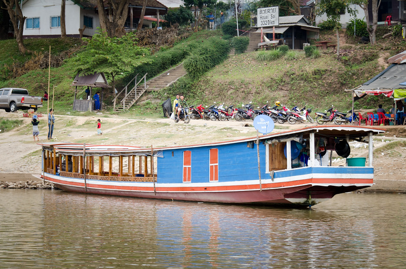 We have crossed the Frienship bridge to Laos, boarded our Shompoo Cruise boat and set out on our adventure.