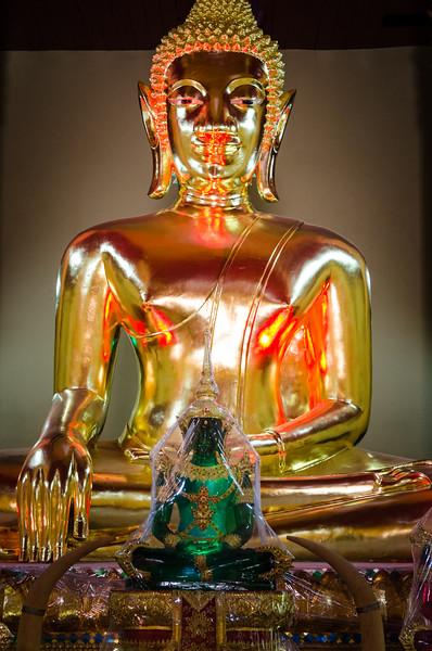 Seated buddha in Wat Chan.