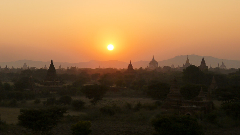 sunset bagan temples
