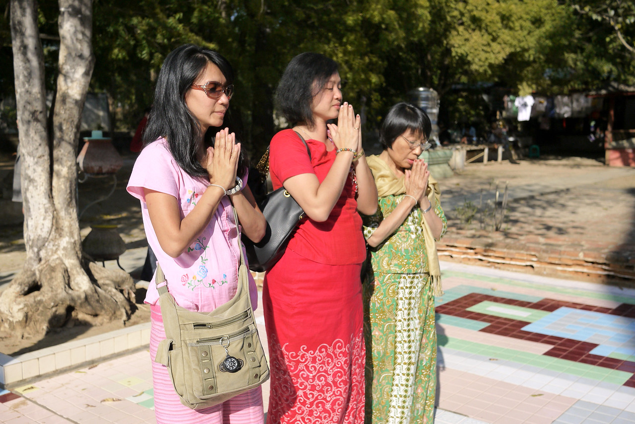 A and her family at the Myazedi Pagoda in Bagan, Burma (Myanmar)