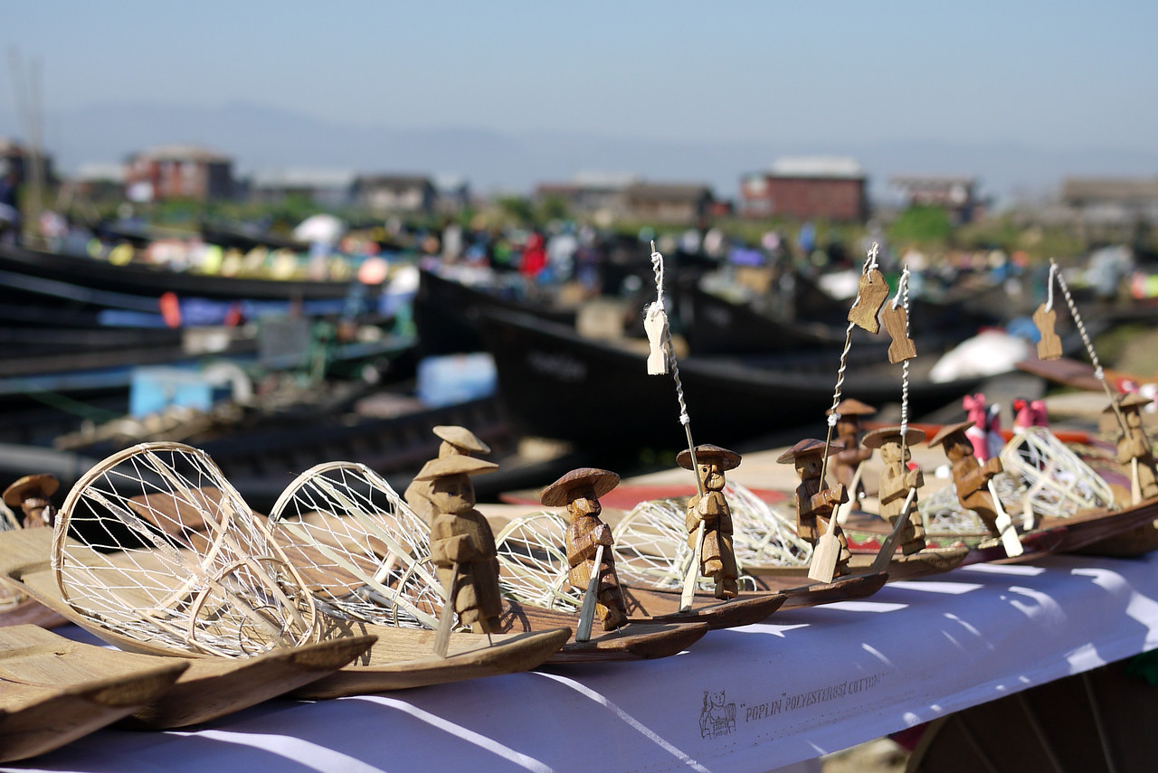 Wooden figurines of the traditional Burmese Inle fishermen, Inle Lake, Burma (Myanmar).