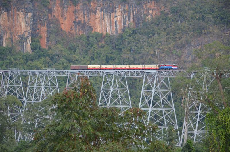 Train on Gokteik Viaduct
