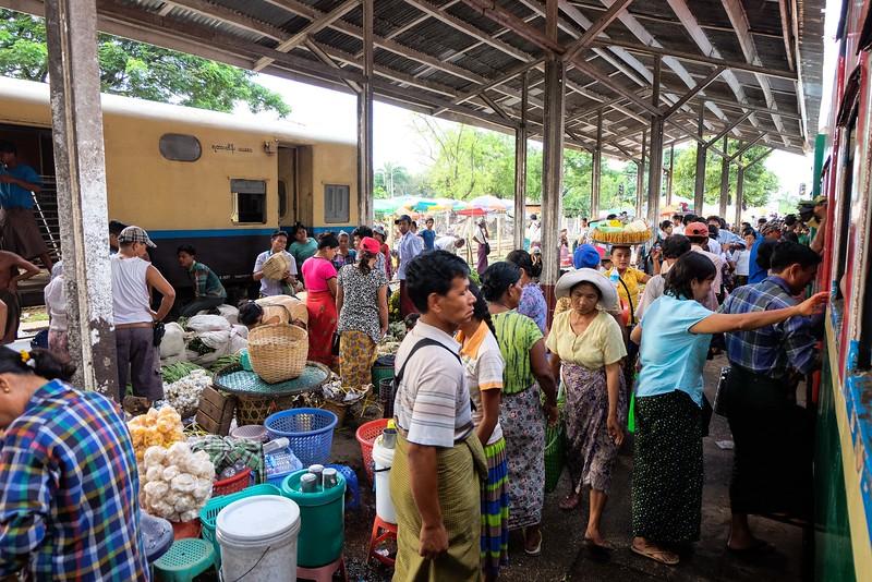 Market at Dinyangon Station