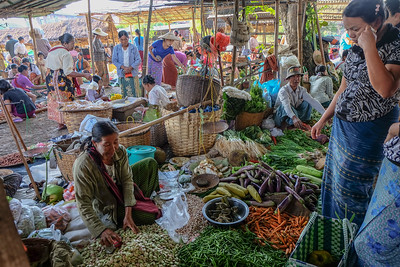 Market at Ywa-ma,