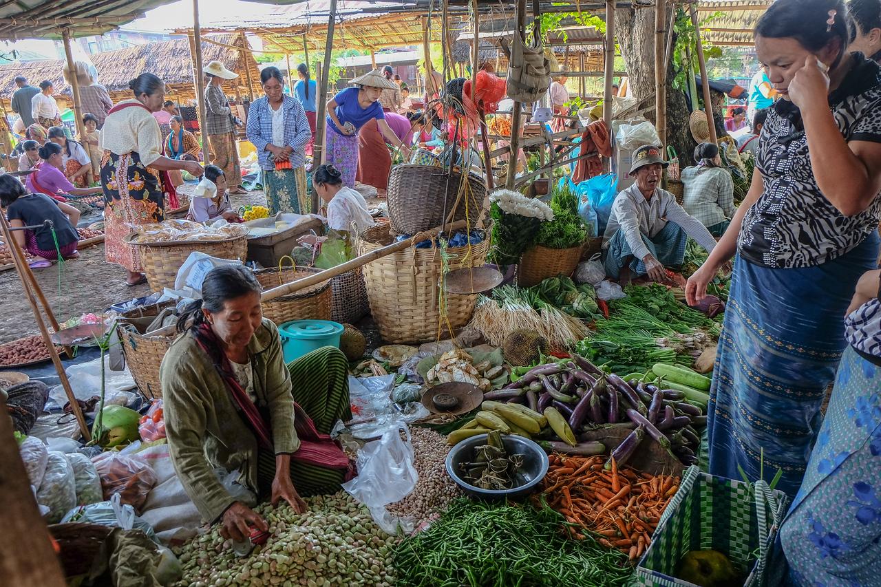 Market at Ywa-ma,