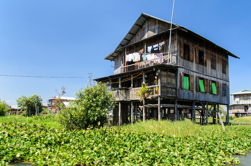 On the way to our next stop we passed this rather nice Inle Lake stilt house.