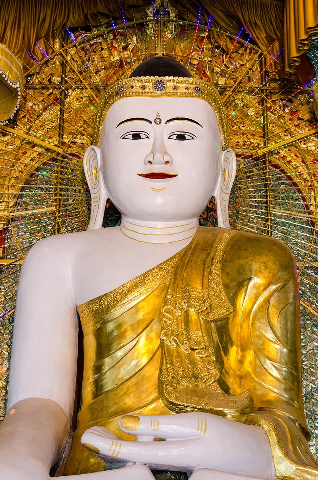 Large seated buddha at Umin Thounzeh.