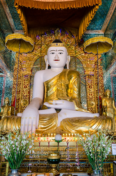 Large seated buddha at Umin Thounzeh.