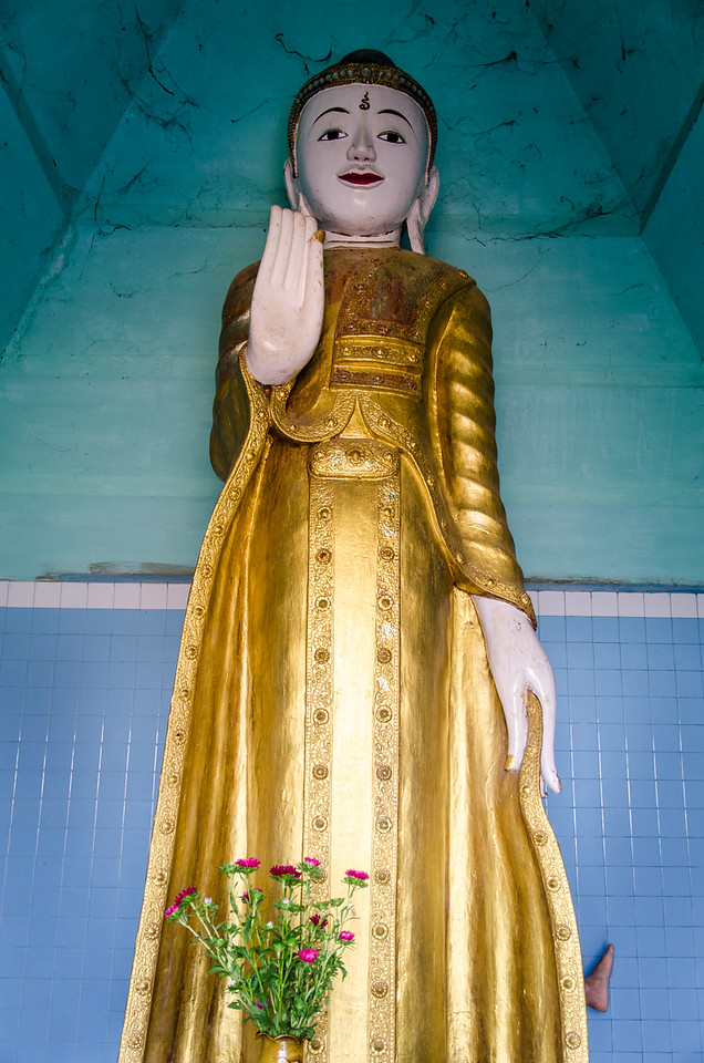 Standing buddha, Umin Thounzeh.