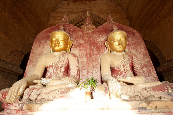 Double Buddha figures in a pagoda