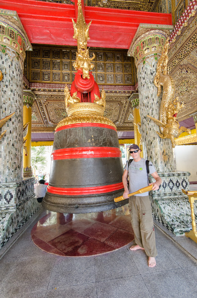 Tim rings King Tharyarwady's bell, it weighs 42,000 kilos!