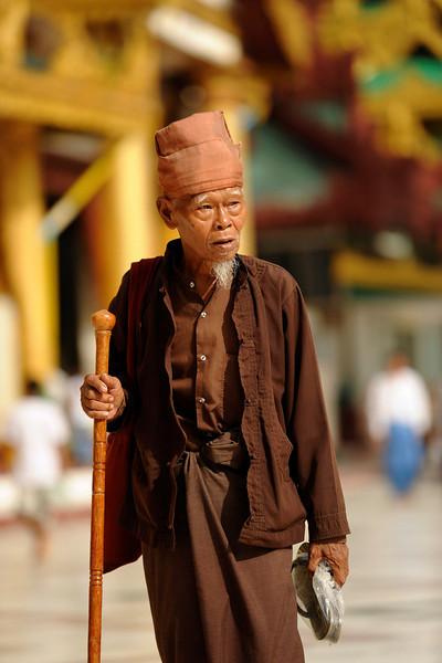 Visitor to Shwedagon Pagoda