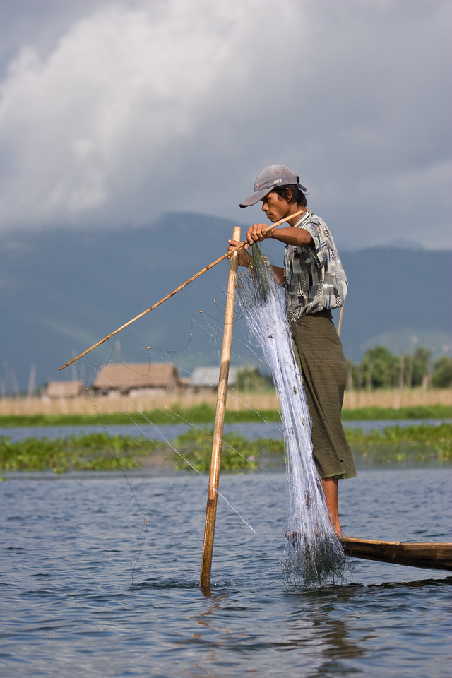Fisherman setting his net.<br /> <br /> Location: Inle Lake, Myanmar<br /> <br /> Lens used: 100-400mm f4.5-5.6 IS