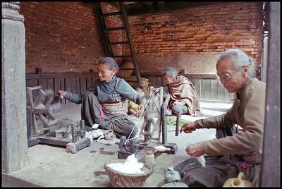 Spinning wool, Bhaktapur