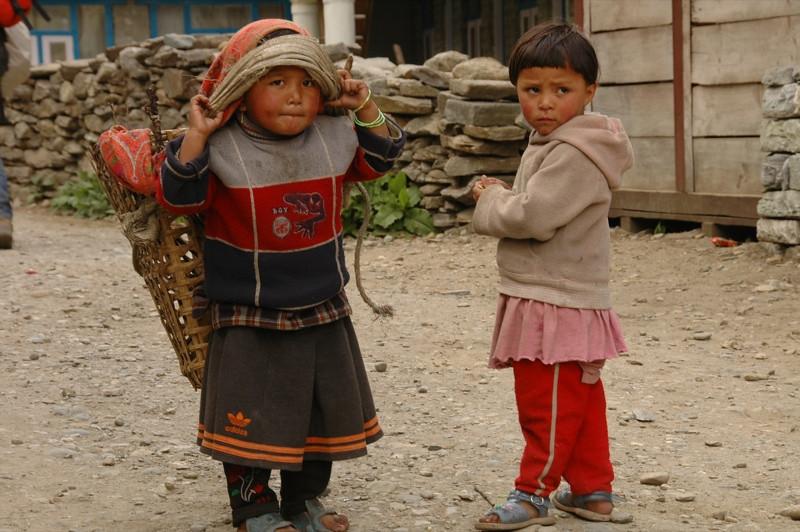 Nepalese Kids - Annapurna Circuit, Nepal