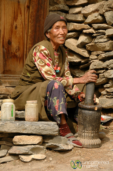 Grinding the Chilies - Annapurna Circuit