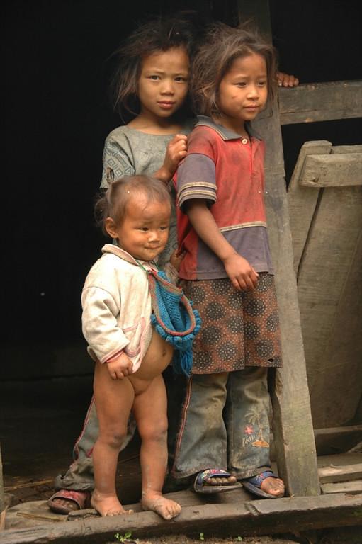 Nepali Sisters - Annapurna Circuit, Nepal