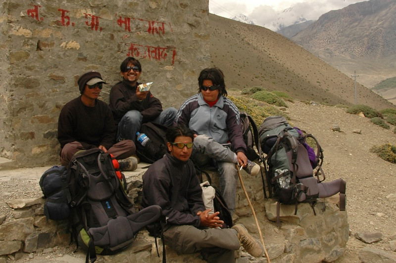 Trekking Porters - Annapurna Circuit, Nepal