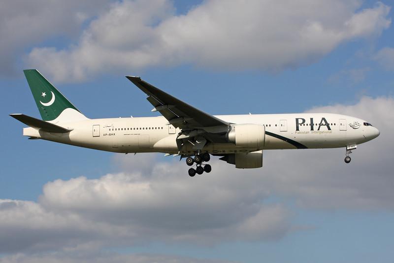 "AP-BHX Boeing 777-240ER ""Pakistan International"" c/n 35296 Heathrow/EGLL/LHR 26-06-15"