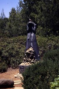 En gråtende Maria i Gethsemane-hagen. Vi vet hvorfor Maria gråt, men har vi egentlig forstått smerten hennes? (Foto: Geir)