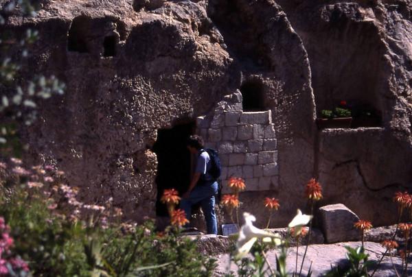 Et av flere alternative steder for Jesu grav. Av alle alternative steder vil fotografen gjerne tro at dette var stedet, men kunnskap skal ikke styres av estetiske parkanlegg, så fotografen er enda ikke helt overbevist om at dette var stedet. (Foto: Geir)
