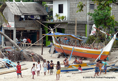 Kids skip roap on the beach at the Boracay landing place
