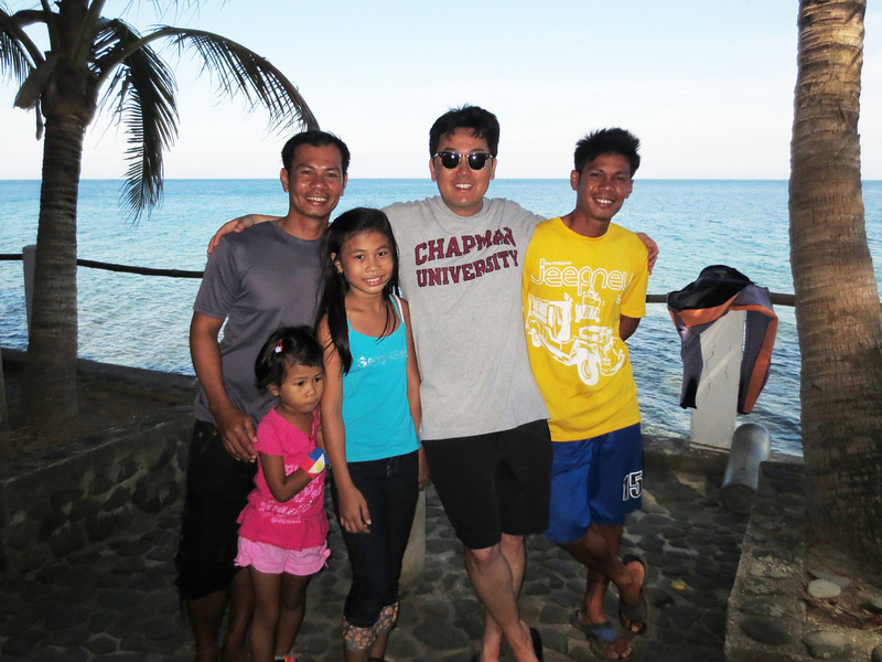Jeremy, his two daughters, Jamaica and Mona, Kevin & Bohdy
