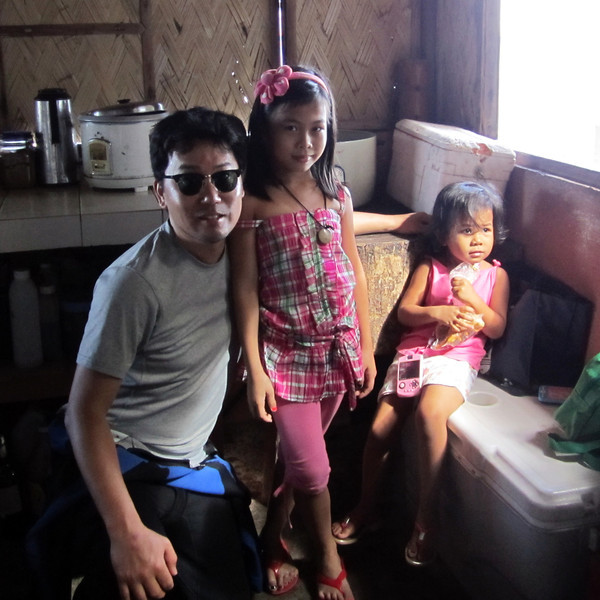 Hanging out with Jeremy's kids<br /> Club-O<br /> Anilao, Philippines