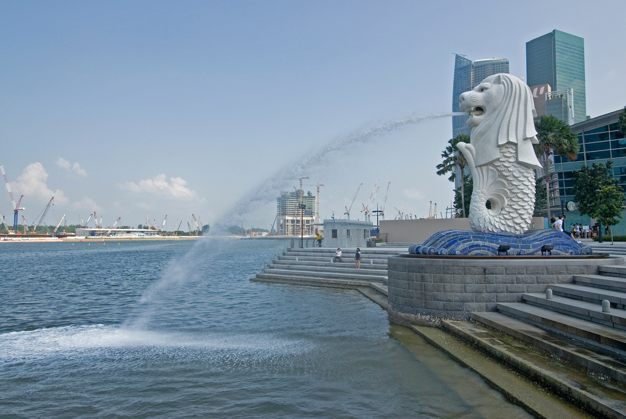 The Merlion and river at the background - Singapore