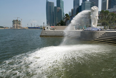 The Merlion statue spitting out water into the river - Singapore