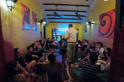 Gary Arndt presenting to a group of men and women in Singapore