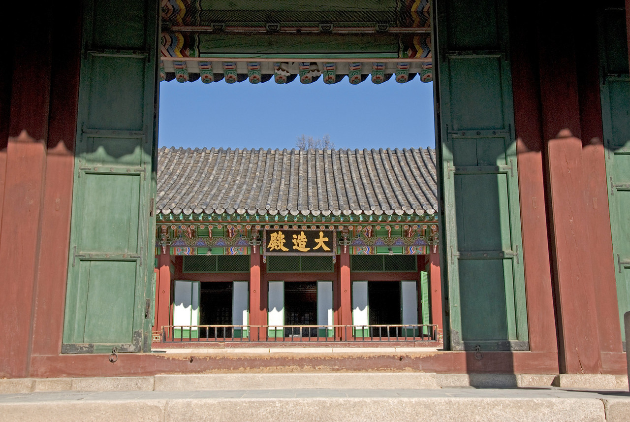Large doorway at Changdeok Palace - Seoul, South Korea
