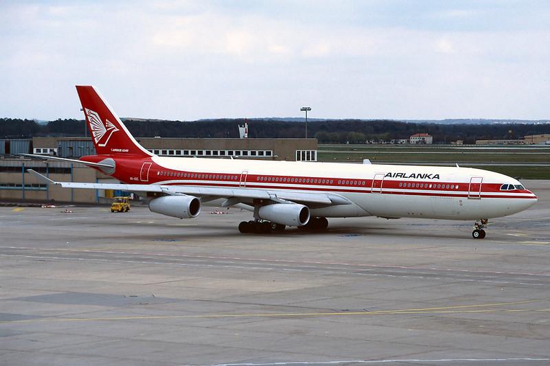 "4R-ADC Airbus A340-311 ""Air Lanka"" c/n 034 Frankfurt/EDDF/FRA 09-04-95 (35mm slide)"