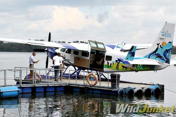 Cinnamon Air seaplane Cessna 208