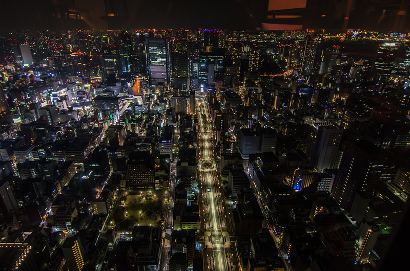 View of Tokyo by night | The rooftop bar at Andaz Toranomon Hills