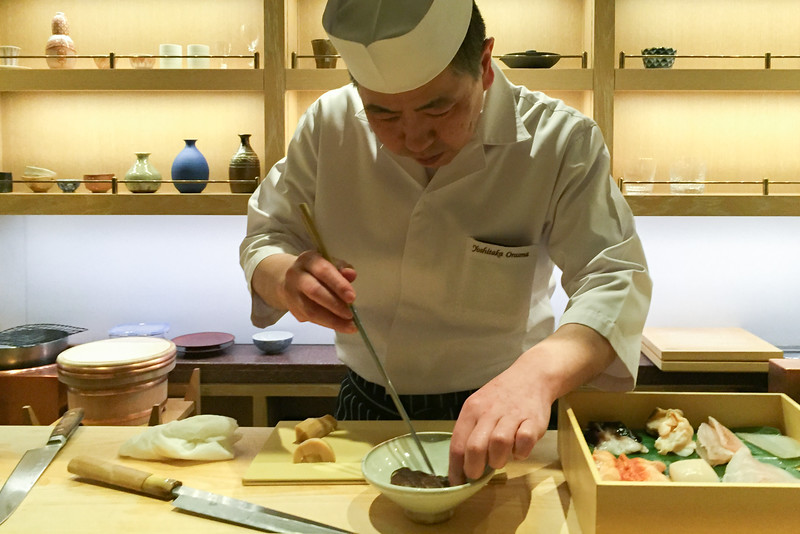 The sushi chef at work: Omakase menu sushi in Tokyo