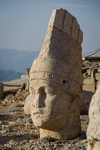 Statues of gods adorn the east and west terraces...