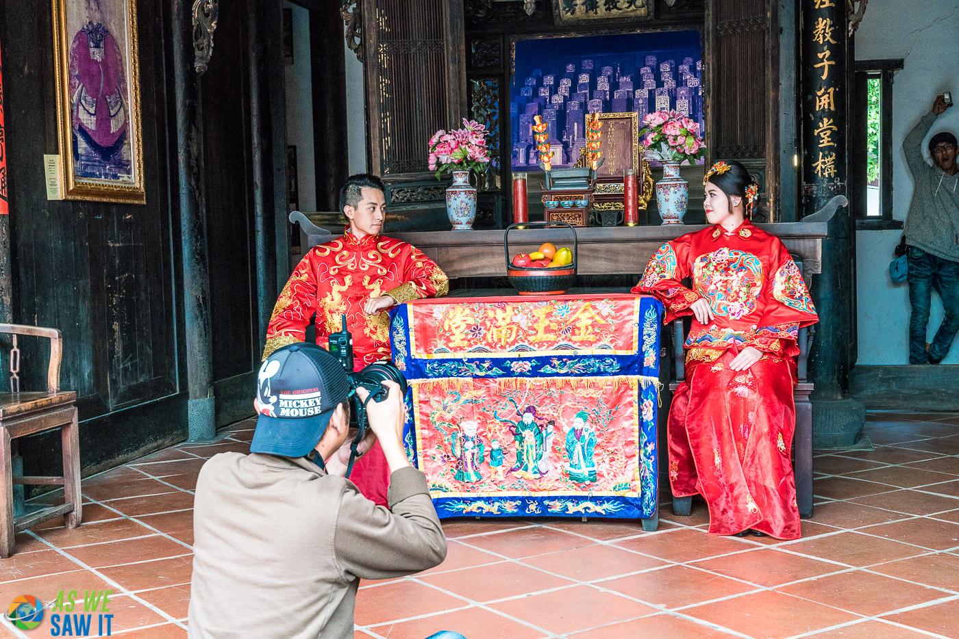 Behind the scenes of wedding photos