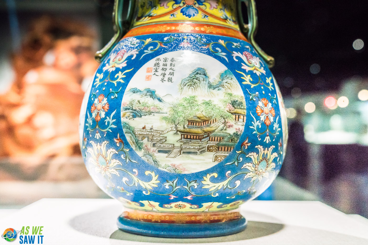 Vase on display at National Palace Museum