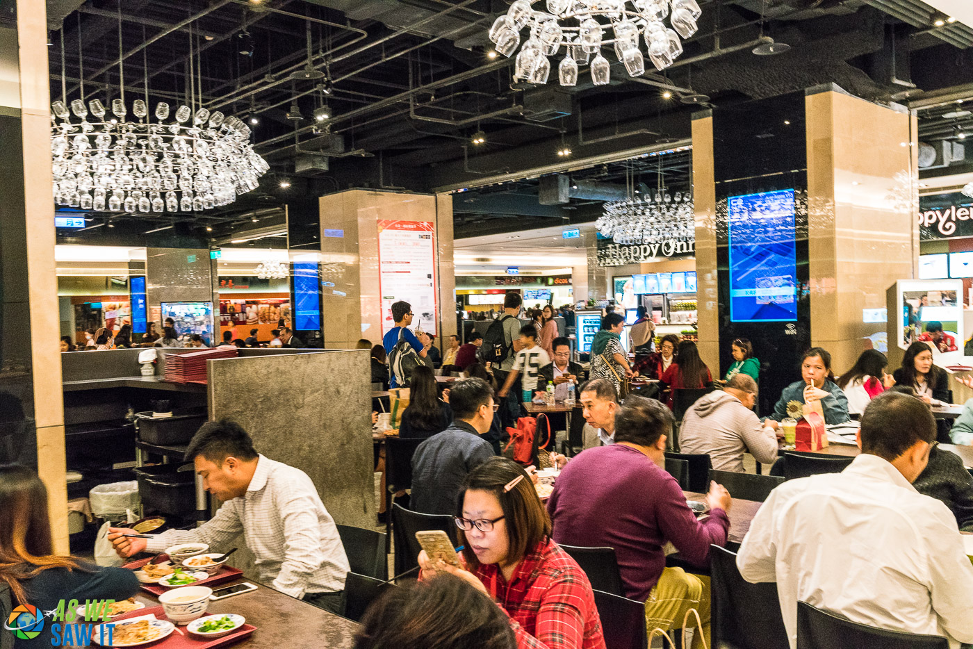 Food court in Taipei 101