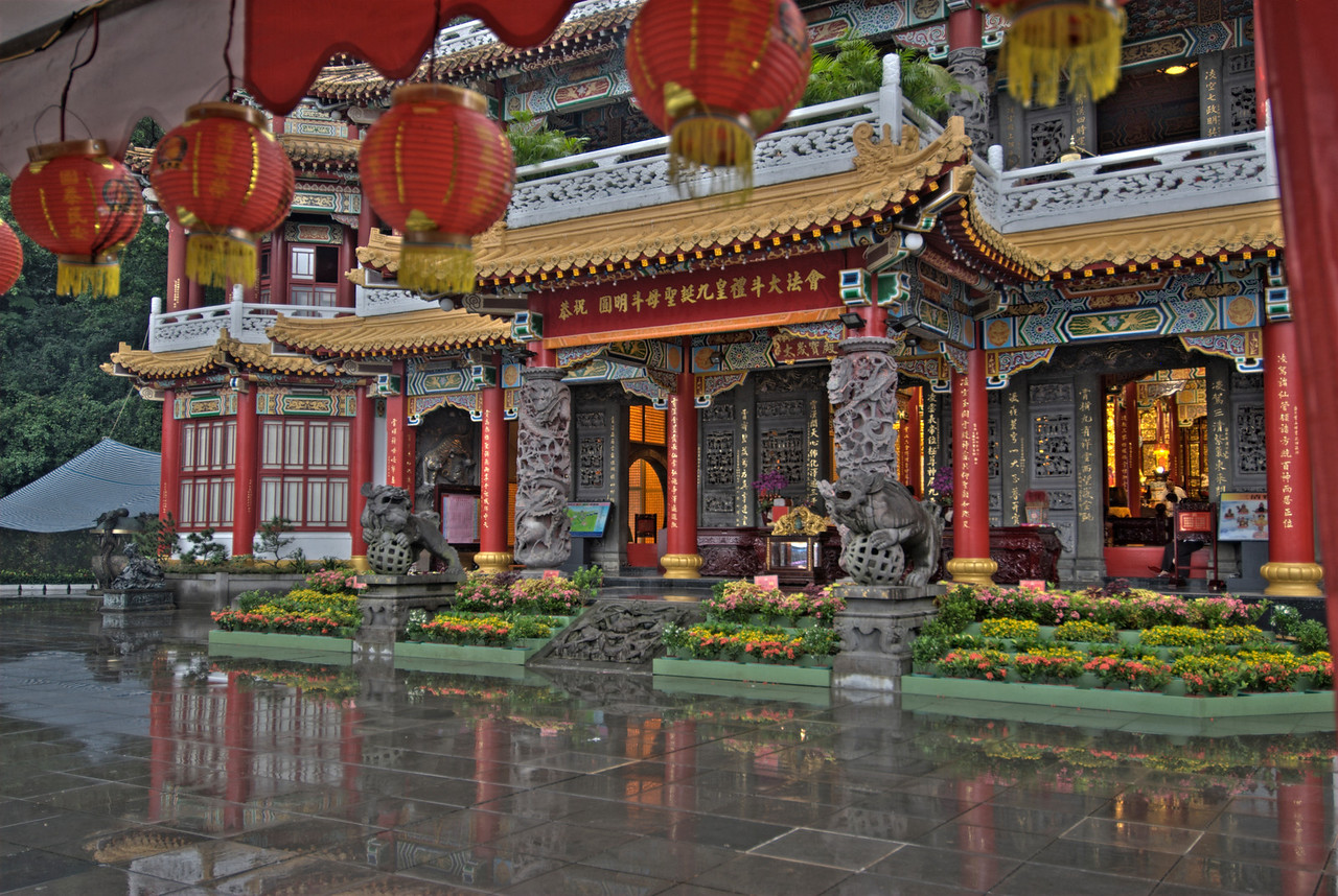 Zhinan Temple on a rainy day - Taipei, Taiwan