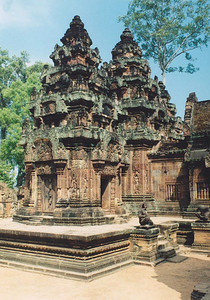Temple at Banteay Srei, north of Siem Riep
