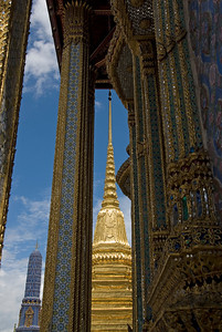 Stupa through the pillars of Wat Phra Kaew - Bangkok, Thailand