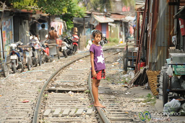 Crossing the Tracks - Yommarat, Bangkok