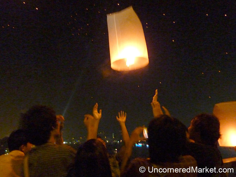 Letting off the Lantern on Loi Krathong Festival in Bangkok