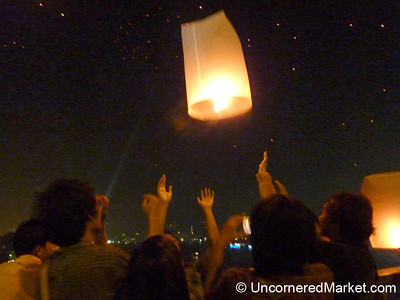 Letting off the Lantern on Loi Krathong Festival in Bangkok