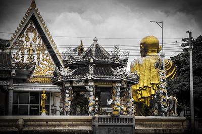 Wat Sisudaram Worawiharn as seen from the Khlong boat.