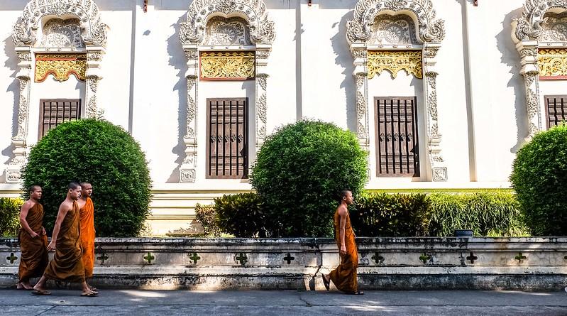 Monks at Wat Chedi Luang